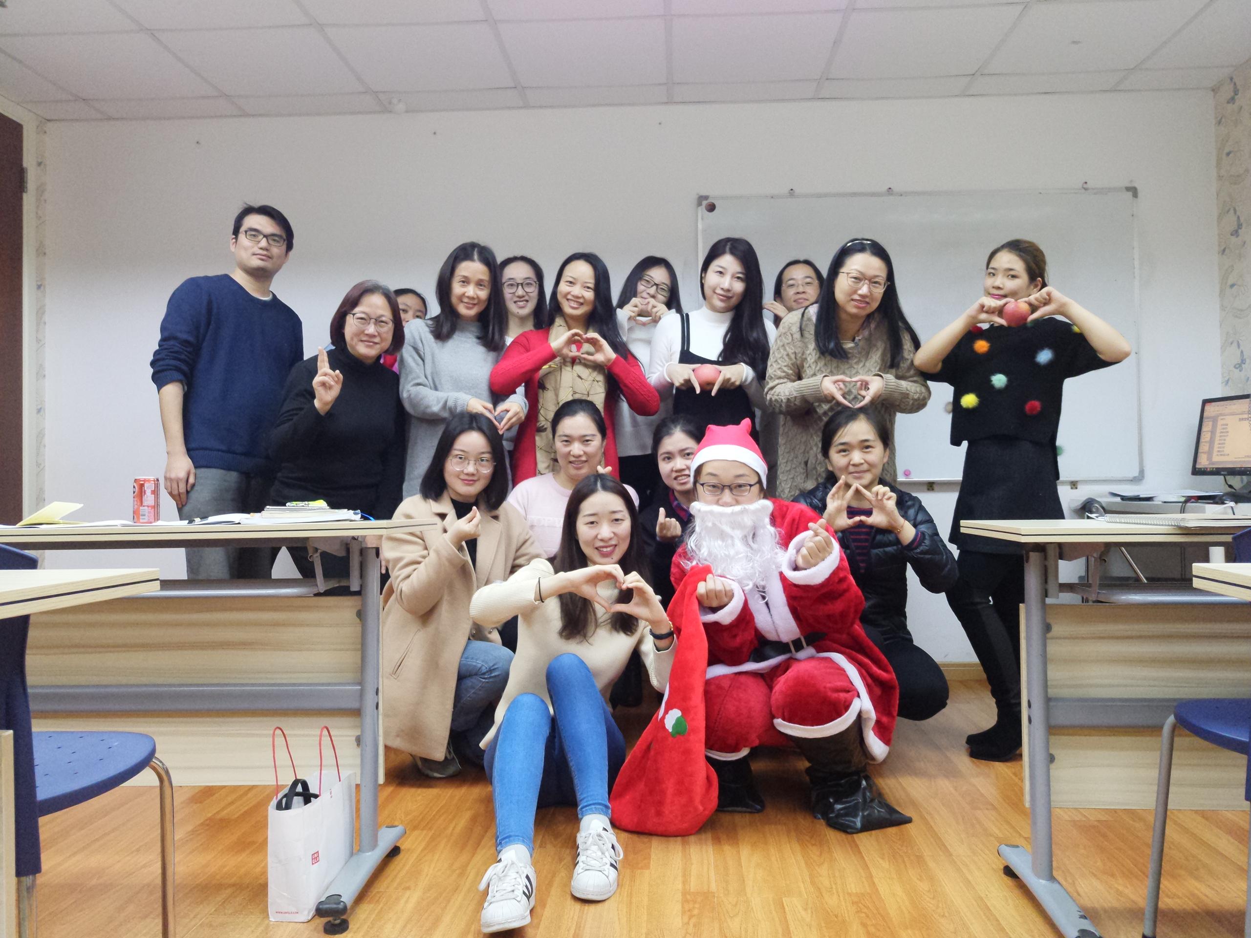 玛瑞欧教育祝全体师生圣诞快乐