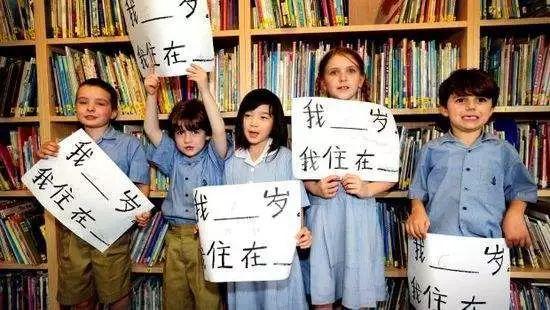 青春宝贵莫浪费 教外国人学中文弘扬中华文化