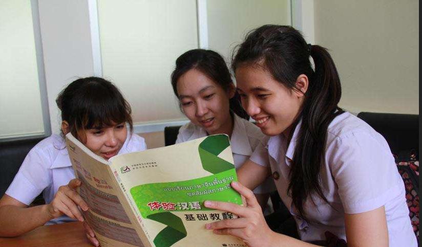 泰国学生学中文