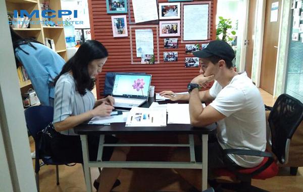 对外汉语教师教外国人学习中文