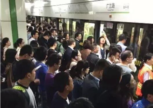 上海地铁拥挤.png