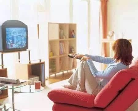 宅在家看电视