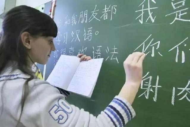 美国高中的中文试卷,把中国网友难哭了,汉语学习心得却让人捧腹